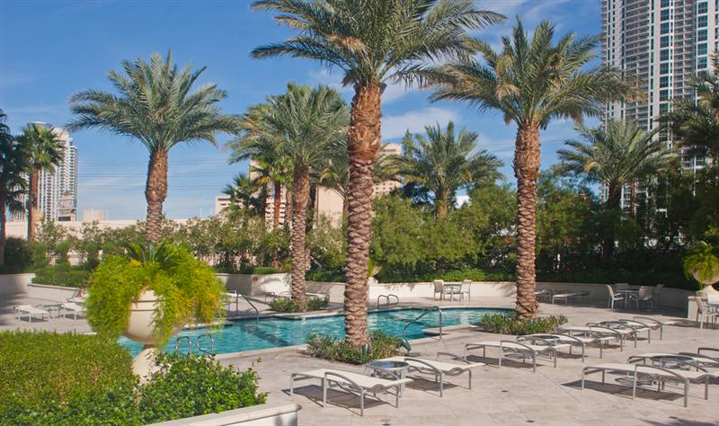 Turnberry Place Condo Pool Area